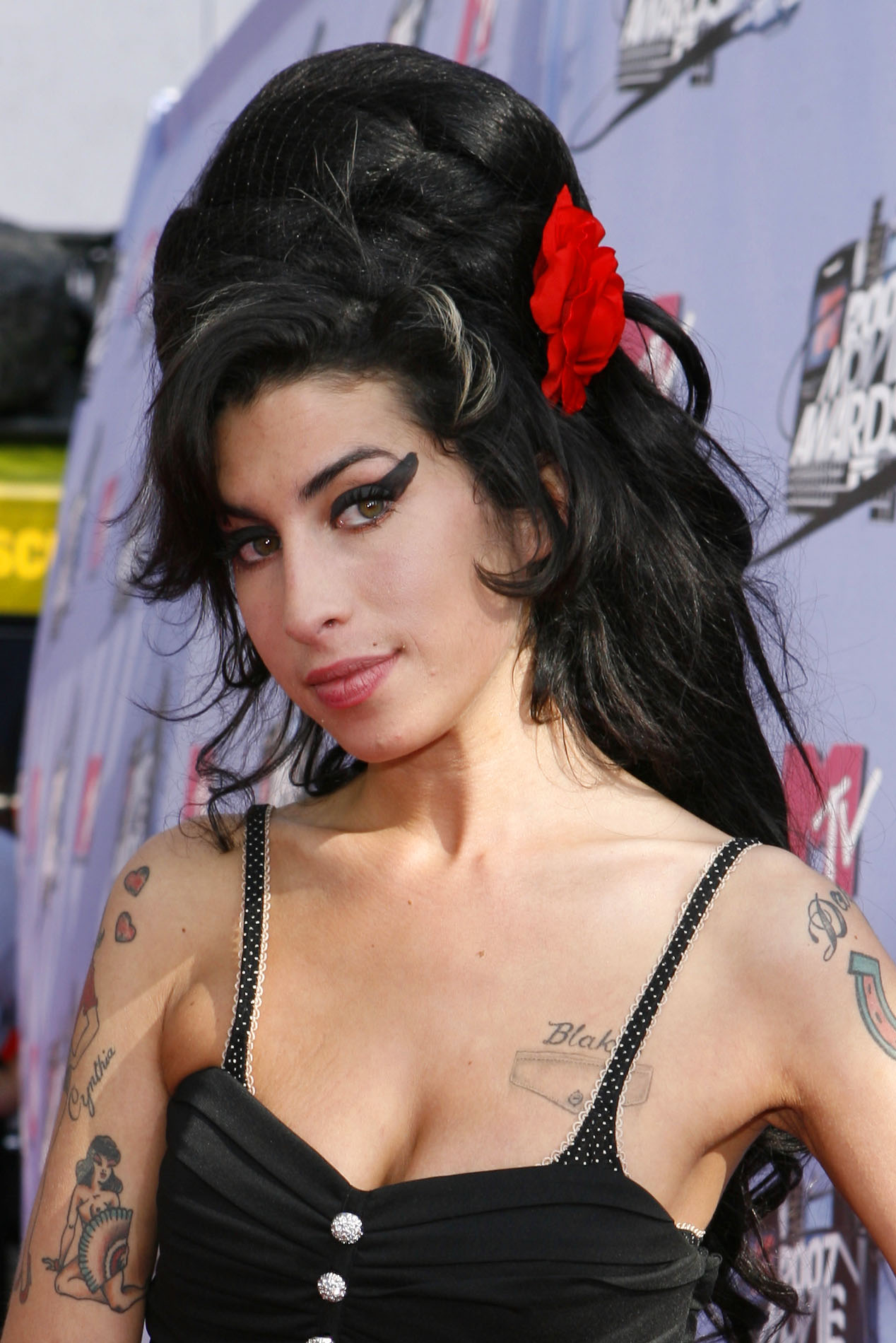 amy winehouse style wearwhatyoulike. Black Bedroom Furniture Sets. Home Design Ideas
